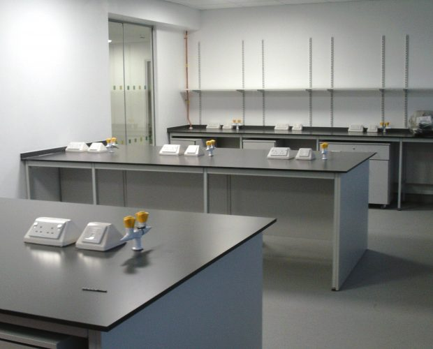 Things to consider when choosing laboratory work surfaces